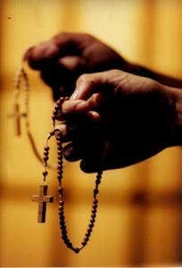 rezando rosario